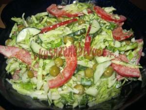 Витаминный салат с горошком