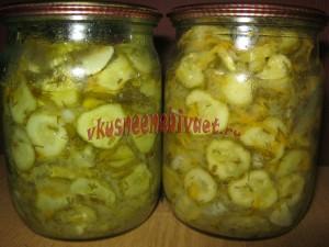 Салат из огурцов с горчицей готов